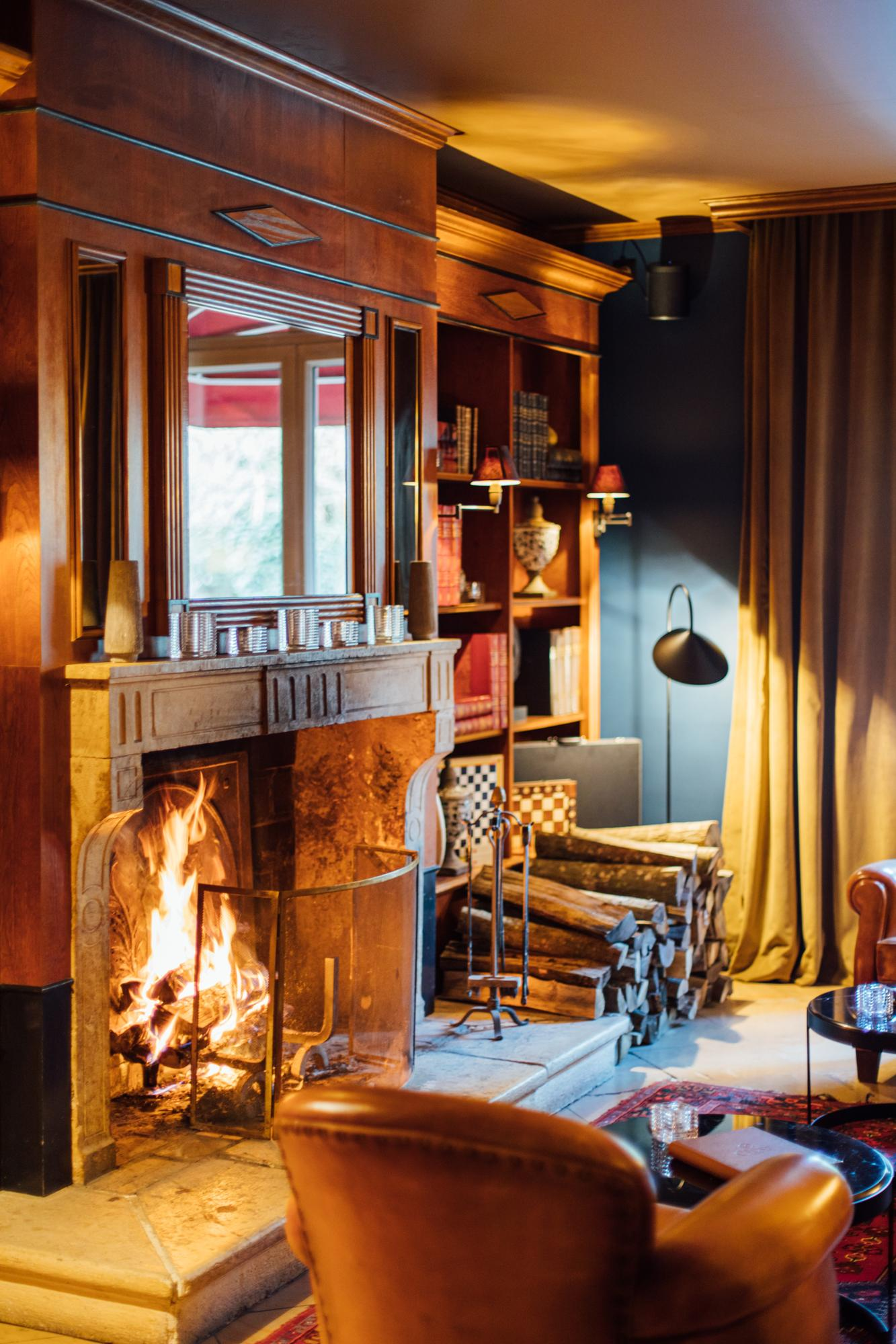 Hostellerie Cèdre and Spa Bar Lounge Fireplace