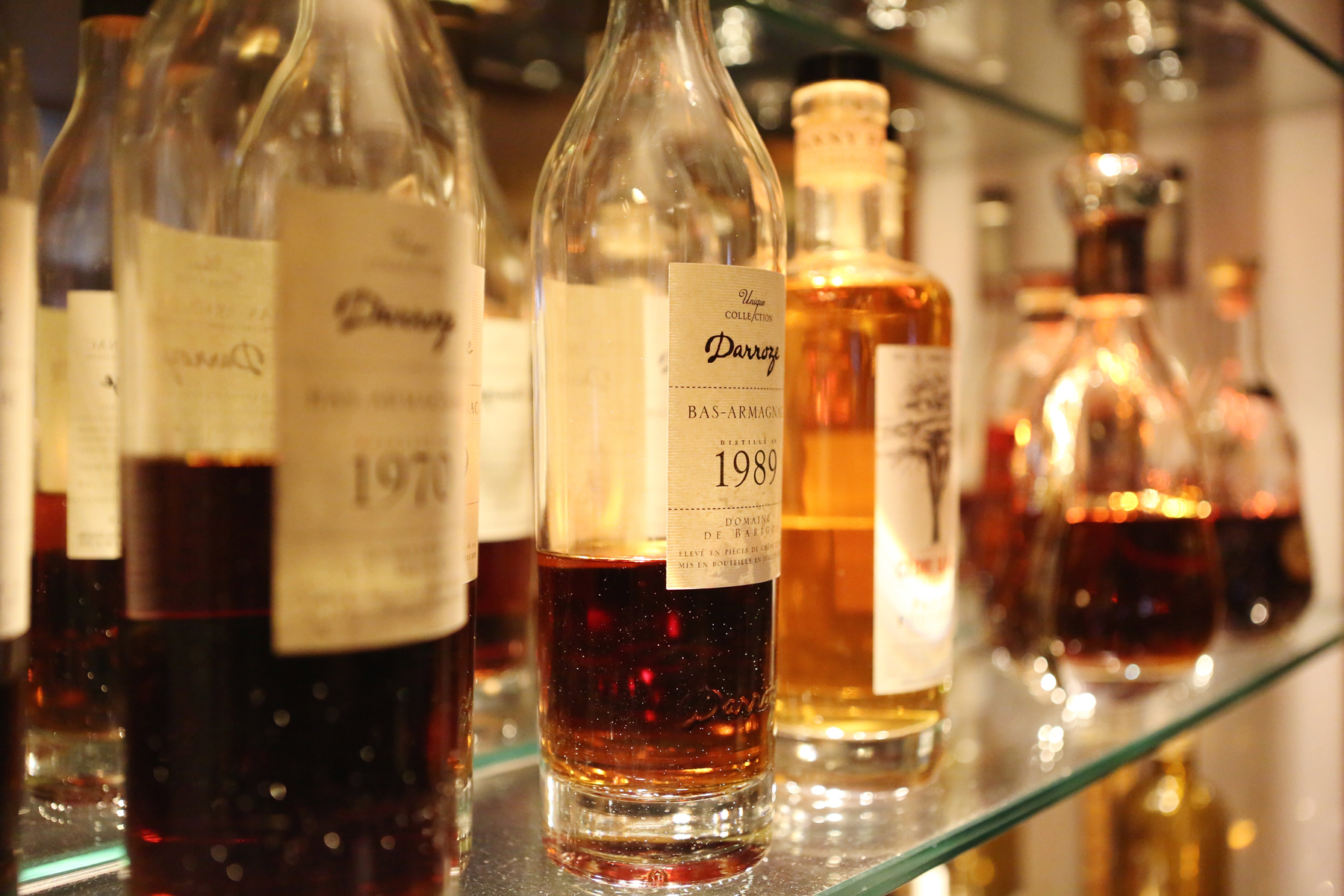 Hostellerie Cèdre & Spa Beaune Bar Lounge selection of spirits